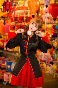 Qiloli Áo Đen Tay Bèo Váy Đỏ 27